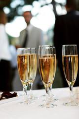 Coupes de champagne pendant une fête