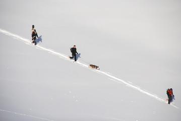 groupe de randonneur dans la neige