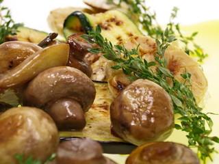 antipasti artischocken,pilze,zucchini