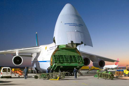 Transportflugzeug Antonov