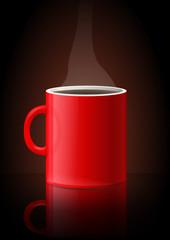 Mug de café chaud sur fond noir