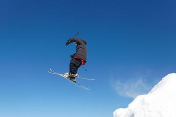 Saut snowboarder