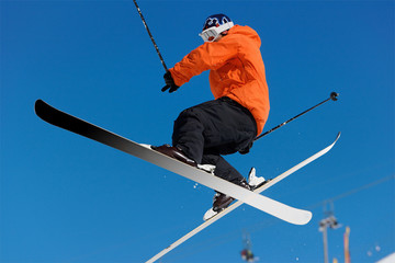Figure a ski dans les airs