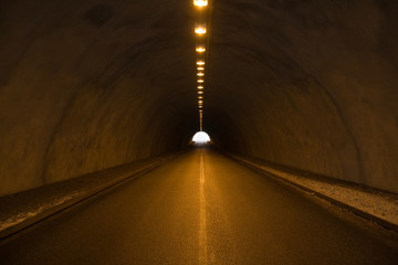 Papiers peints Tunnel Licht am Ende des Tunnels
