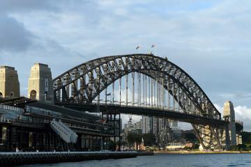 Sydney Harbour Bridge mit Übersee Terminal