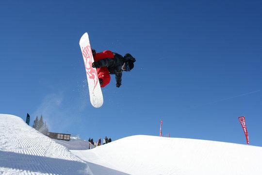 Snowboard sur le half-pipe d'Avoriaz