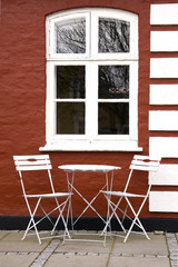 red house table and chairs