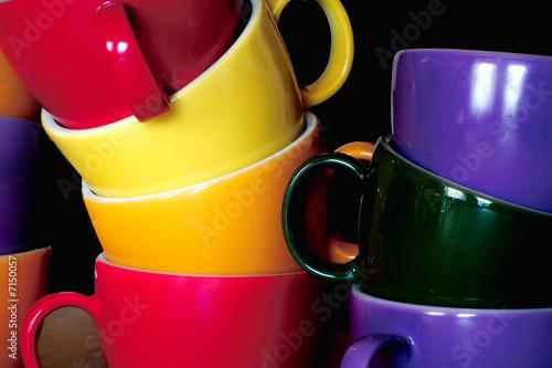 bunte tassen stockfotos und lizenzfreie bilder auf bild 7150057. Black Bedroom Furniture Sets. Home Design Ideas
