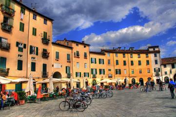 Lucca - Circular Square