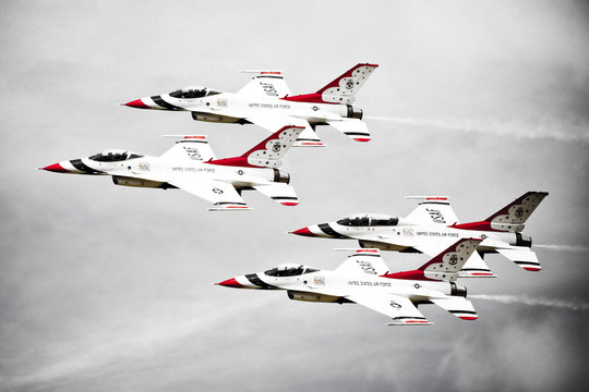 Thunderbirds F16's in Formation