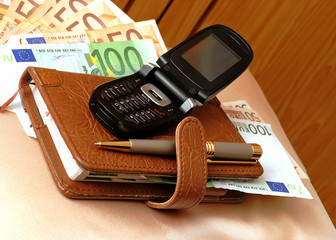 Leather organizer with pen, cell phone and a banknotes