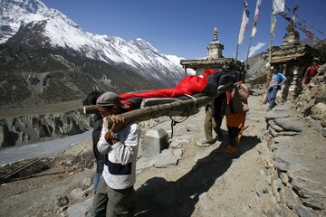Photo sur cadre textile Népal person being rescued in the himalayas, annapurna, nepal