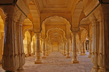 Wall Mural - Columned hall of a Amber fort. Jaipur, India