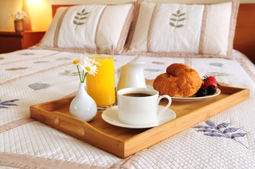 Photo sur cadre textile Assortiment Breakfast on a bed in a hotel room