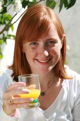 femme jus d'orange