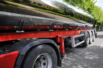 Milchtankwagen - chromverkleidet