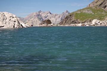 Un lac de haute montagne