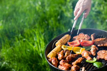 Fond de hotte en verre imprimé Grill, Barbecue Grilling at summer weekend