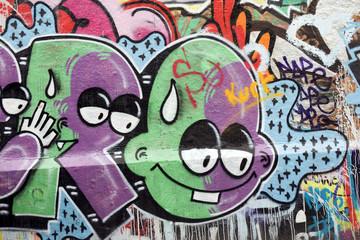 graffiti - personnages verts et violets