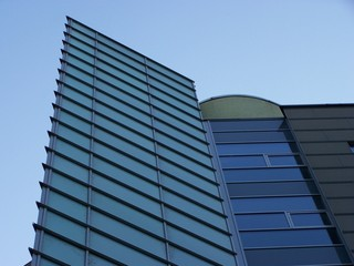 Fotobehang Aan het plafond Moderne Glasfassade
