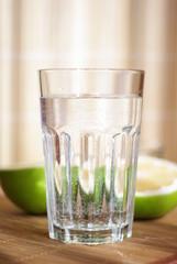 mineralwasser und grapefruit