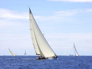klassische Yacht bei den Voiles d'Antibes