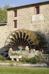 Fotorolgordijn Molens Vieux moulin en pierre avec roue à aubes