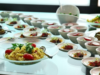 salat,antipasti, vorspeise büffet, roastbeef salat,nudeln