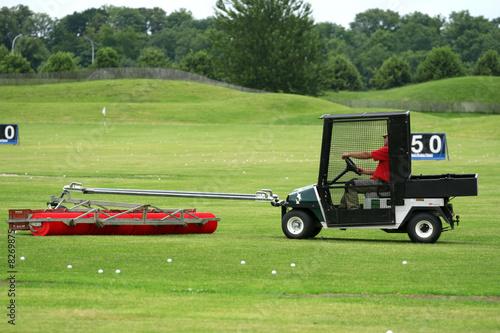 golf ramassage des balles photo libre de droits sur la. Black Bedroom Furniture Sets. Home Design Ideas