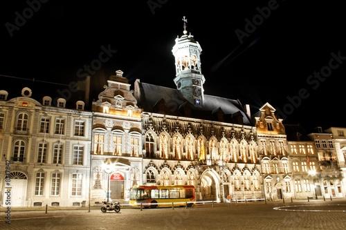 hotel de ville de mons belgique le soir photo libre de droits sur la banque d 39 images fotolia. Black Bedroom Furniture Sets. Home Design Ideas