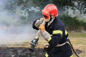 Sapeur-pompier en forêt