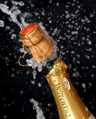 Knallende Champagnerflasche