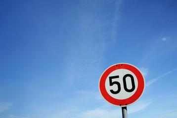 Straßenschild '50'