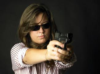 donna con la pistola