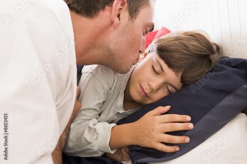 смотреть мама будила сына и он начал приставать