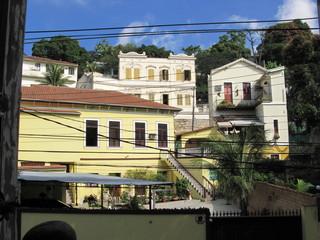 Maisons dans une rue de Rio, Brésil.