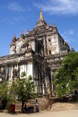 Facade of Thatbyinnyu Phaya
