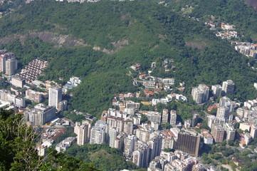 Rio de janeiro vu du haut : collines et immeubles. Brésil