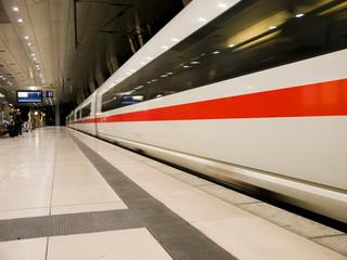 Fotobehang Spoorlijn bahnhof2
