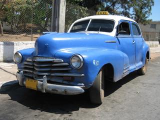 Foto op Aluminium Cubaanse oldtimers old Cuban 1950 taxi in Havana Cuba