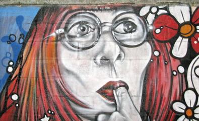 Femme le doigt dans la bouche. Rio, Brésil.