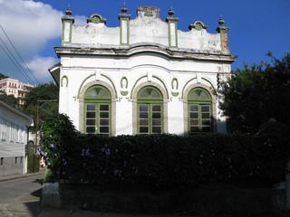 Maison coloniale, ciel bleu, Rio, Brésil.