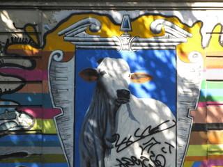 Vache encadrée sur un mur, Rio de Janeiro, Brésil.