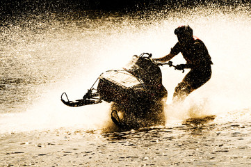 Foto op Canvas Water Motor sporten snowmobile driven on water