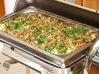 pasta mit pfifferlinge und kräutertomaten, festtags büffet
