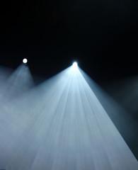 zwei Spots mit weißem Licht