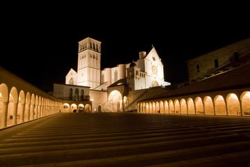 Assisi - Basilica di San Francesco notturna