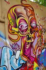 Graffiti de monstre sur un mur