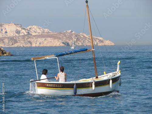 """Petit Bateau En Bois > """"Petit bateau en boisà Marseille sur la mer"""" photo libre de droits sur la banque d'images"""