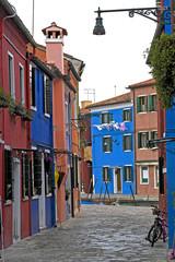 Wall Mural - Gasse in Burano Venedig